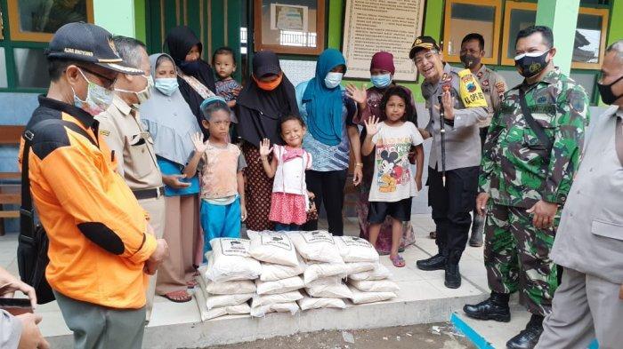 AKBP Rudy Cahya Kurniawan Beri Bantuan Beras ke Warga Terdampak Banjir