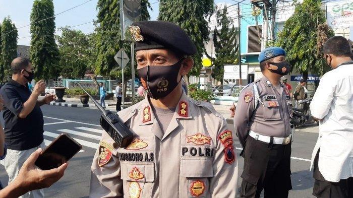 Kapolres Magelang Kota, AKBP Nugroho Ari Setyawan, diwawancarai seusai pengamanan di kegiatan Deklarasi Koalisi Aksi Menyelamatkan Indonesia (KAMI) di Alun-alun Kota Magelang, Jumat (18/9/2020).