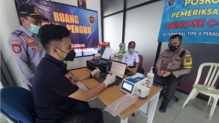 Kapolres Pekalongan Kota AKBP M Irwan Susanto saat mengunjungi terminal tipe A Pekalongan.