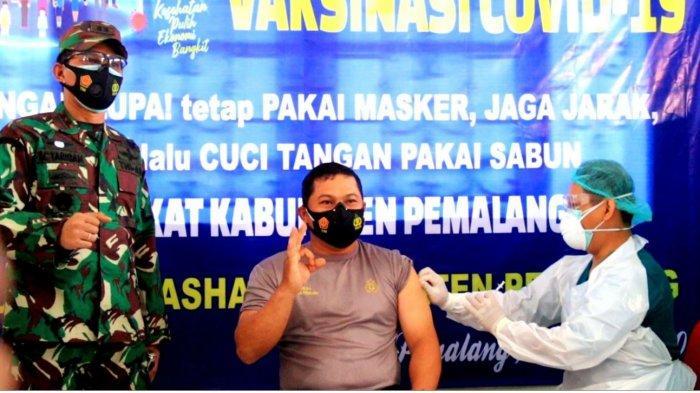 Kapolres Pemalang AKBP Ronny Tri Prasetyo Nugroho saat mengikuti vaksinasi yang digelar di RSUD Dr Ashari Pemalang, Senin (25/1/2021).