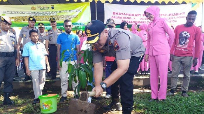 Laksanakan Perintah Kapolri, AKBP Gatot Hendro Tanam 1.000 Pohon di Salatiga