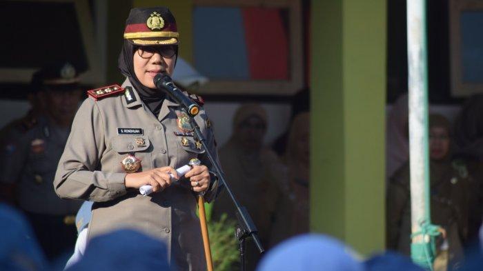 Pimpin Upacara Bendera, AKBP Rondhijah Ingatkan Siswa Untuk Terbiasa Disiplin