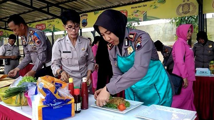 Meriahkan Hari Polisi Wanita, Kapolres Tegal Kota Tunjukkan Keahlian Memasak Nasi Goreng
