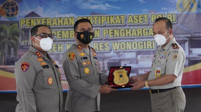 Penyerahan Sertipikat Aset Polri dan Pemberian Penghargaan Kapolres pada BPN Wonogiri