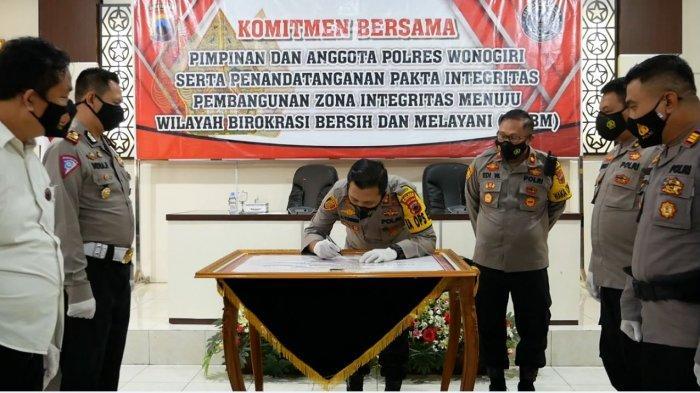 Kapolres Wonogiri Tandatangani Pakta Integritas Pelaksanaan Anggaran 2021