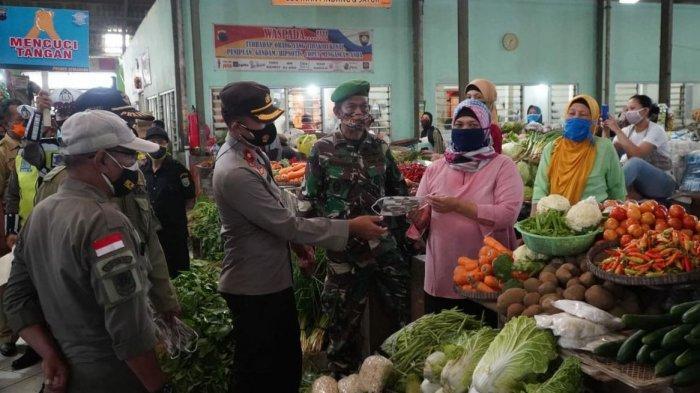 Tekan Penularan Covid-19, Polres Semarang Kembali Bagikan Ribuan Masker