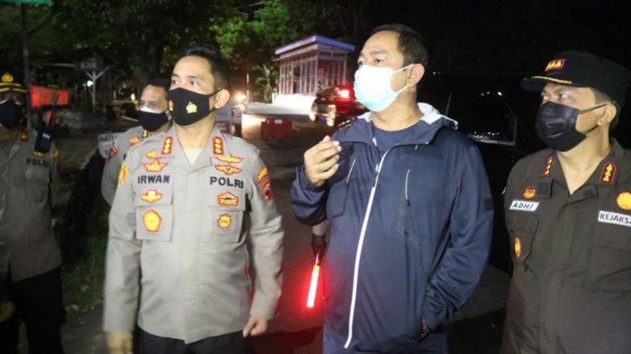 Kapolrestabes Semarang, Kombes Pol Irwan Anwar bersama walikota Semarang tinjau penyekatan di sejumlah ruas jalan.