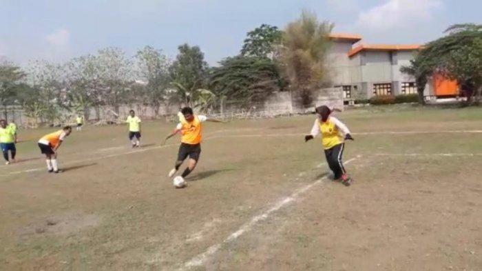 Satu-satunya Perempuan, Kapolsek Gajahmungkur Semarang Beraksi Jadi Kiper Sepakbola