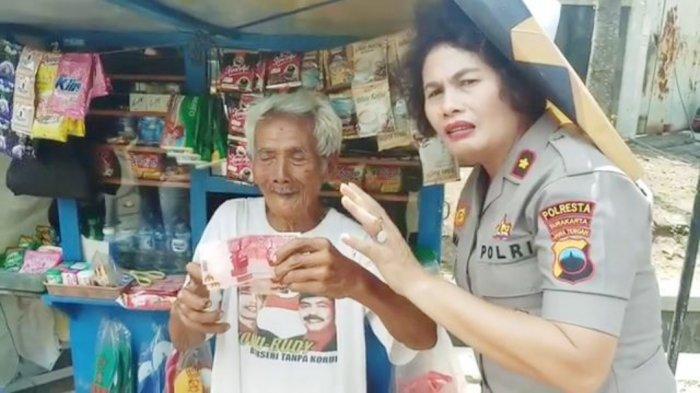 Viral Kakek Penjual Rokok Dapat Uang Palsu, Kompol Juliana Ganti Kerugian