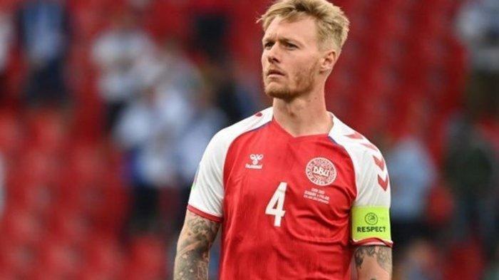 Kapten Denmark, Simon Kjaer, kala berlaga dalam duel Grup B Euro 2020 melawan Finlandia di Stadion Parken, 12 Juni 2021.
