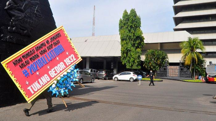 Yoyok Sukawi Buka Suara Soal Kiriman Karangan Bunga #2021BaliJatidiri ke Kantor Ganjar Pranowo