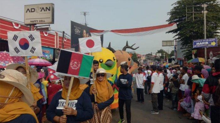 Bhin-bhin, Atung dan Kaka Ramaikan Karnaval di Banyuputih Batang