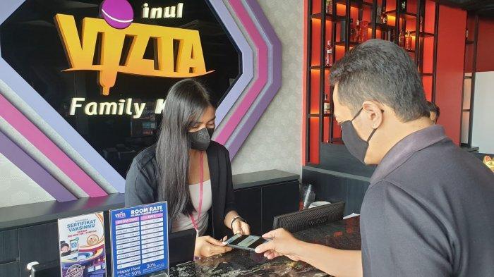 Dok Inul Vizta Semarang Karyawan Karaoke keluarga Inul Vizta Semarang saat melayani pelanggan, Sabtu (21/8/2021).
