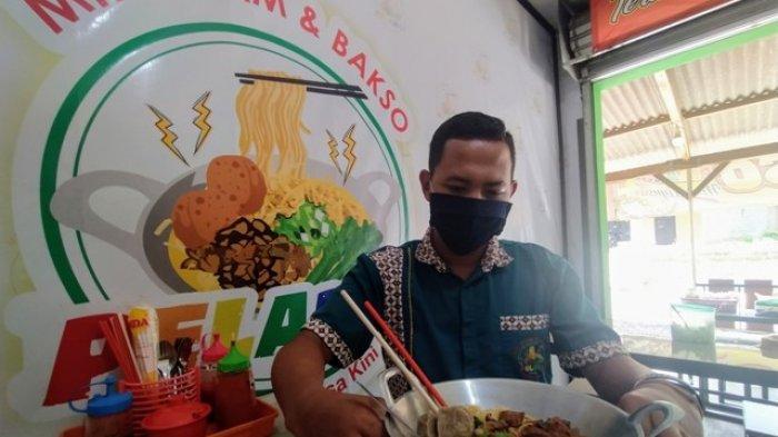 Di Warung Mi Ayam Pelangi Karanganyar, Joko Bisa Jual 150 Porsi Mi Wajan Dalam Sehari