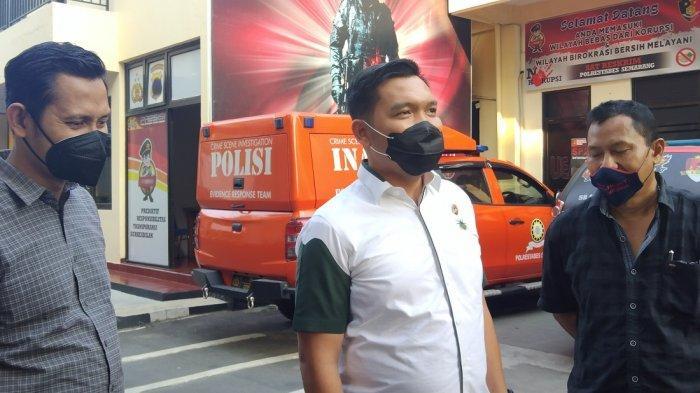 Kasatreskrim Polrestabes Semarang, AKBP Donny Sardo Lumbantoruan didampingi wakasatreskrim AKP Agus Supriadi berikan keterangan terkait dugaan penganiayaan yang dilakukan taruna Politeknik Ilmu Pelayaran (PIP) di Jalan Tegalsari Barat raya pada Senin (6/9/2021) malam.