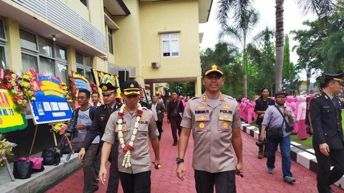 Lepas Sambut Kapolresta Banyumas, AKBP Bambang Yudhantara Tak kuasa Menahan Tangis