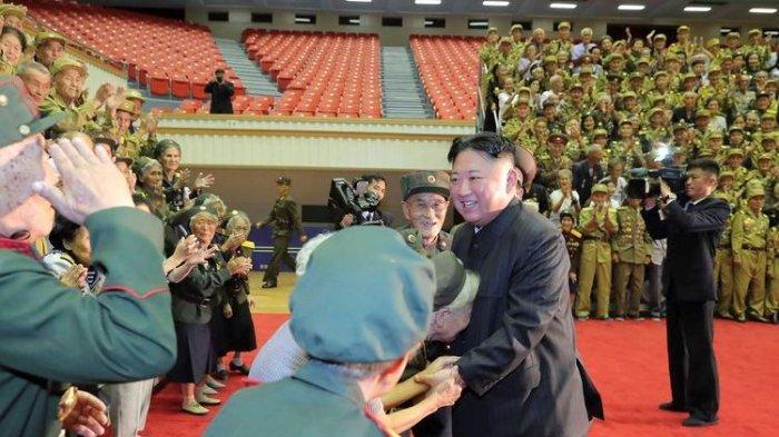 Kim Jong Un Terlihat Kurus saat Tampil di Publik, Warga Korea Utara Menangis