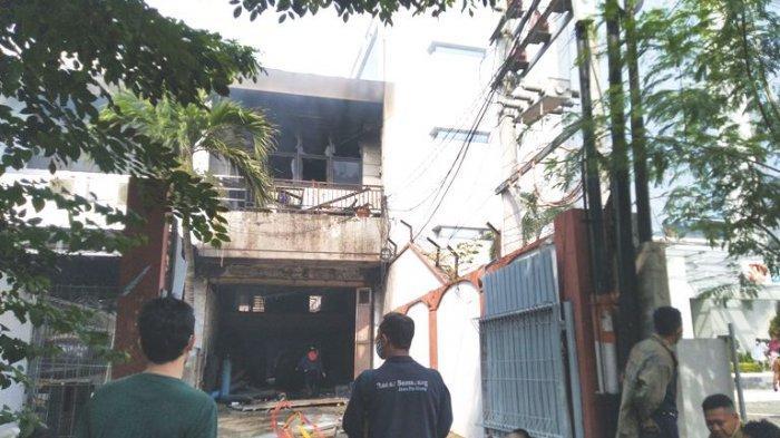 BREAKING NEWS: Kebakaran Gudang Spirtus di Kota Semarang, 1 Mobil dan Sepeda Motor Hangus