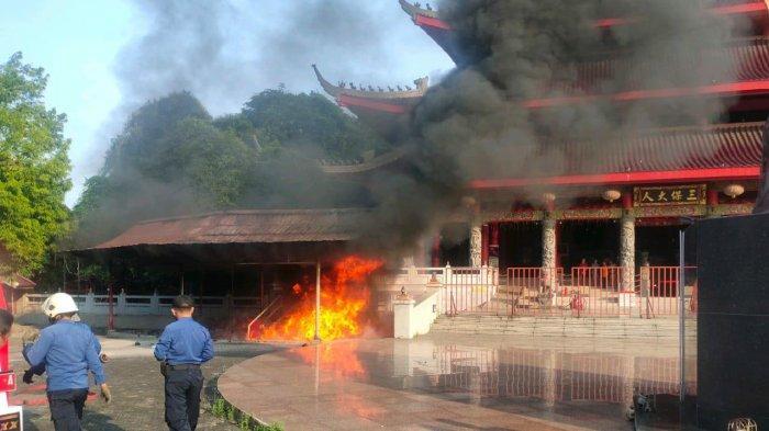 Kebakaran di kompleks Sam Poo Kong Semarang, Senin (17/5/2021).