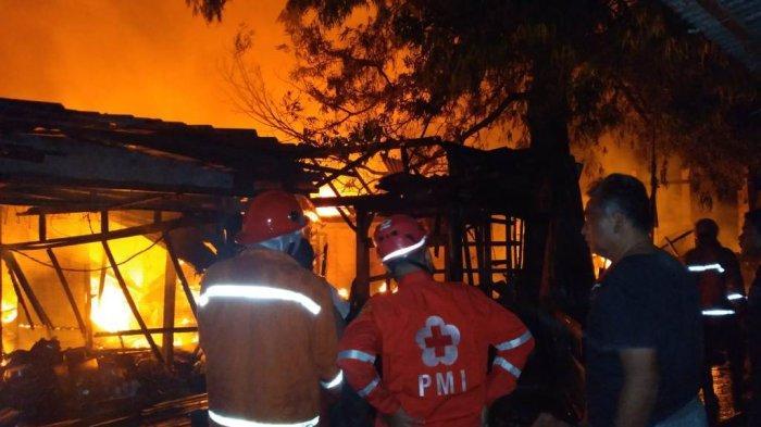 Pasar Janglot Tangen Sragen Terbakar, Puluhan Kios dan Los Ludes