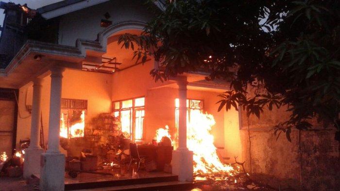 Kebakaran Jalan Gajah Timur Dalam I, Truk Parkir dan Warga, Bikin Proses Pemadaman Terhambat