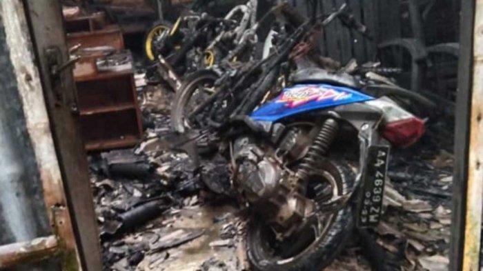 3 Motor Mustolih Seketika Jadi Rongsokan Begitu Api Membesar Bakar Gudangnya di Kebumen