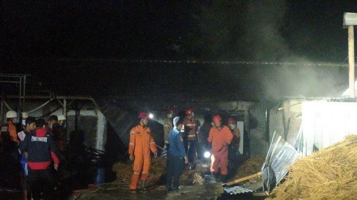 Kebakaran Melanda Pabrik Produksi Tusuk Sate di Karanganyar
