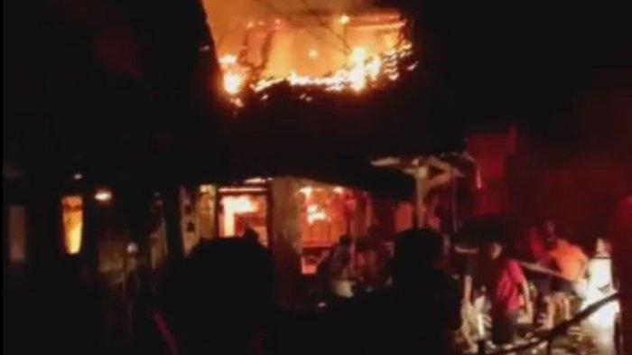 Sumber Api Kebakaran Pasar Sukorejo Kendal dari Warung Makan, Los Daging dan 12 Kios Jadi Arang