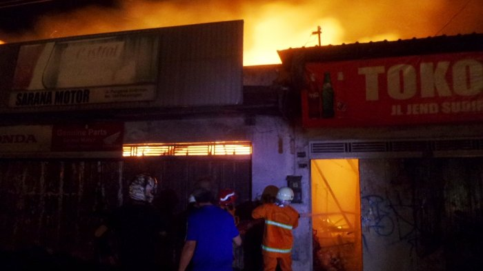 Api yang Bakar Dua Toko di Pekalongan Sudah Padam, Penyebab dan Kerugian Belum Diketahui