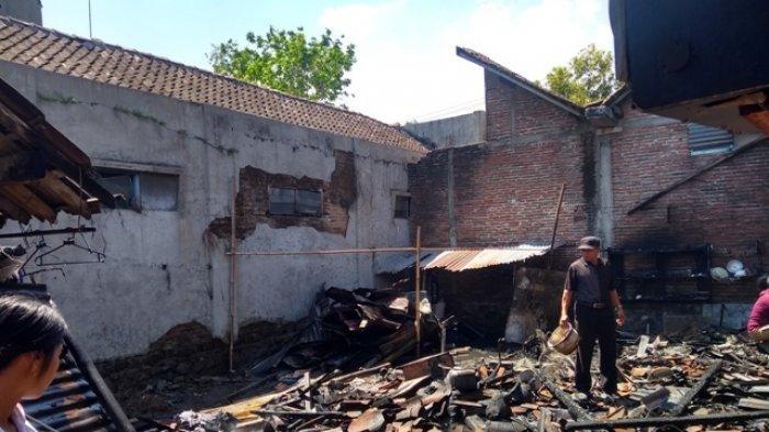 Kiosnya Terbakar, Siti yang Sempat Tertimpa Genting Lari ke Dalam untuk Bangunkan Suami dan Anaknya