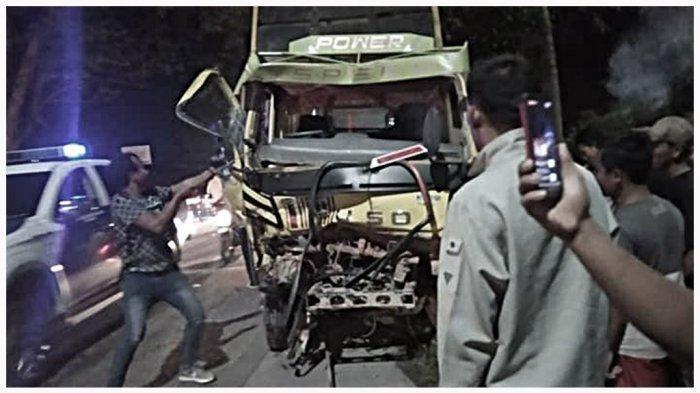 Video Rekaman CCTV Detik-detik Kecelakaan Maut 2 Truk Duel Menimpa Odong-odong Berisi Anak-anak