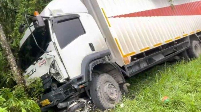 Ibu dan Anak Tewas dalam Kecelakaan Beruntun 7 Kendaraan di Padang, 2 Mobil Masuk Jurang