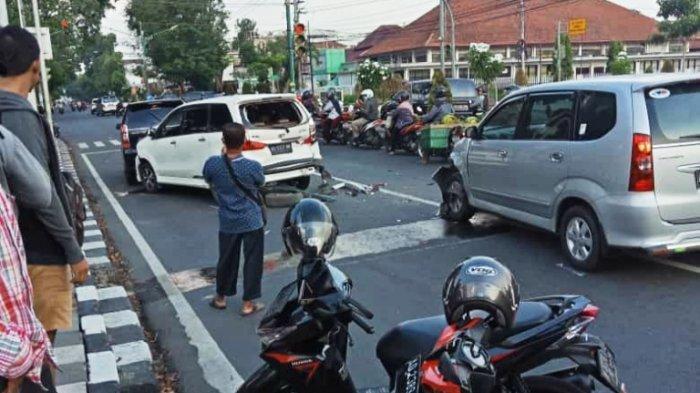 Kecelakaan Beruntun di Alun-alun Sragen Libatkan Lima Mobil Bikin Macet Panjang