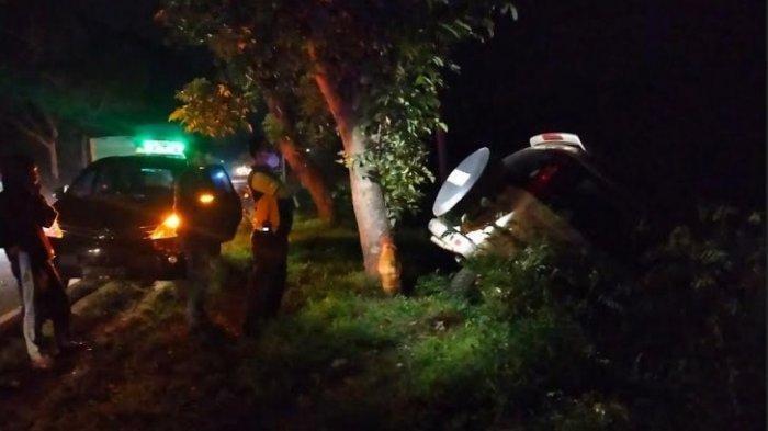 Kecelakaan Beruntun Libatkan 3 Kendaraan, Satu Mobil Masuk Parit