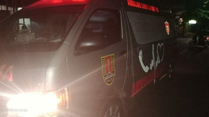 Mobil Patroli Parkir Depan Polsek Semarang Timur Ditabrak Pemotor Mabuk, Korban Masuk RS