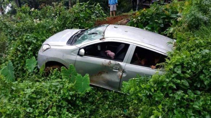 Kecelakaan, Ayla Hilang Kendali Tabrak Motor Lalu Terperosok di Jalan Solo-Tawangmangu