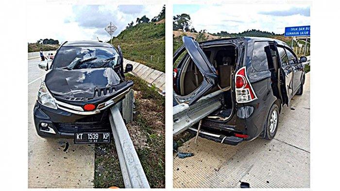 Kecelakaan di Tol, Mobil Avanza Hitam Ringsek Tertembus Pagar Pembatas Jalan