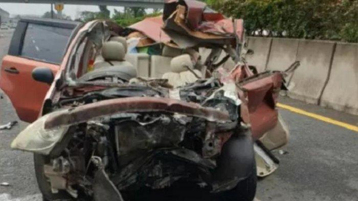 Innalillahi Wa Innailaihi Rojiun, Sumardi Tewas Kecelakaan di Tol, Mobil Panther Alami Pecah Ban