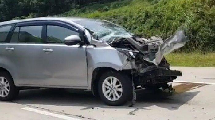 Sopir Innova Ngantuk Tabrak Truk di Tol Batang-Semarang, Mobil Tak Mancung Lagi