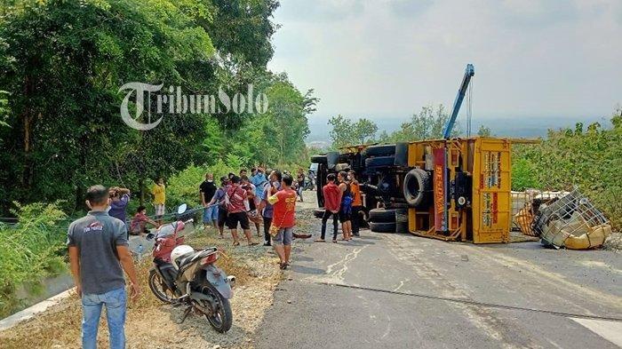 1 Keluarga Motoran Kecelakaan Nabrak Truk Oleng Rem Blong di JLK Wonogiri