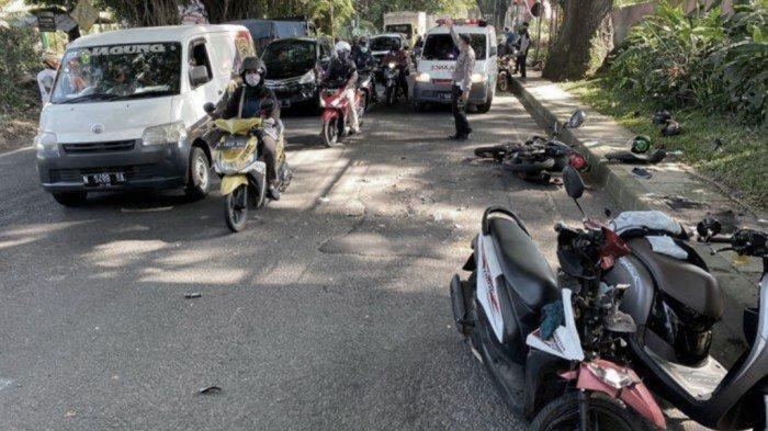Kecelakaan Motor di Malang, Tiger Ngebut Kena Lubang Jalan Tabrak Beat, 4 Orang Terpental Luka Parah