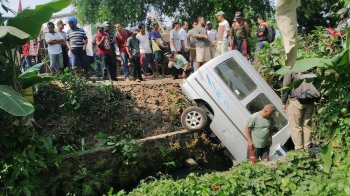 BREAKING NEWS: Driver Ojol Meninggal Tertabrak Carry hingga Terpental Masuk Parit