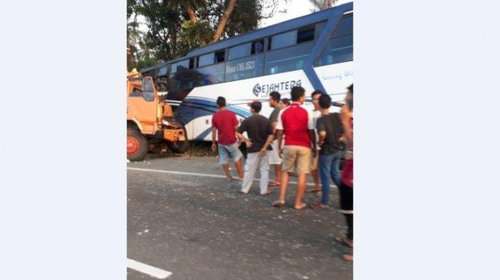 Kecelakaan Maut Bus vs Truk Boks di Jalan Tol, Satu Penumpang Tewas