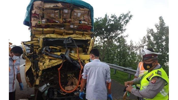 Kecelakaan di Tol Cipali, Truk Muatan Cabai Vs Truk Muatan Pasir, 1 Tewas