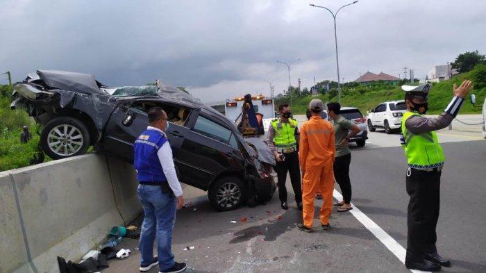 BREAKING NEWS: Kecelakaan Sedan Altis vs Audi di Tol Semarang, Mobil Terbalik Lalu Berputar