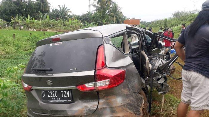 Kecelakaan Mobil Ertiga di Tol Pekalongan Tabrak Beton Pembatas