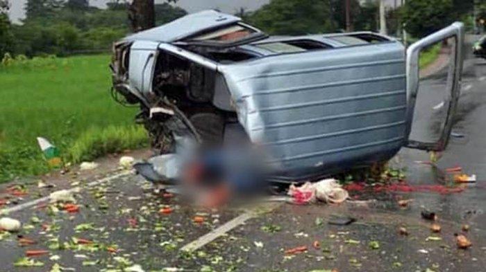 Mobil Carry Rem Blong Kecelakaan Tabrak Motor CB, Brak, Korban Terpental