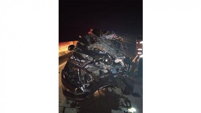 Kecelakaan Mobil Vs Truk di Tol Bawen-Salatiga Tewaskan 1 Orang, Mobil Tak Berbentuk