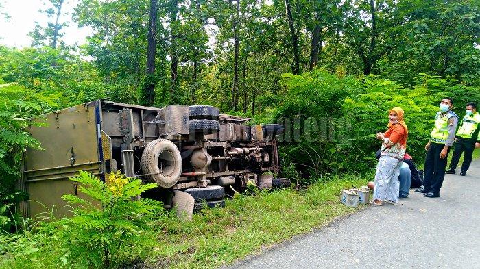 Kecelakaan Truk Boks Berisi 3 Orang Terguling di Hutan Blora, Gara-gara Gran Max Ngerem Mendadak