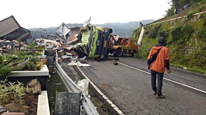 Fakta Baru Kecelakaan Truk Isotonik Oleng di Tawangmangu, Sopir Ikuti Google Maps, Muatan Dijarah